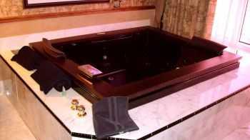Atlantis Hot Tub
